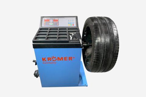Hauptbild der Wuchtmaschine mit Reifen