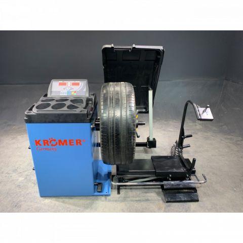 """Vollautomatische Reifenwuchtmaschine """"Offenburg"""" Radauswuchtmaschine"""