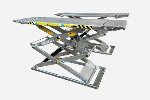Auffahrplattform hat mit Auffahrrampen zusammen eine Gesamtlänge von 2100 mm